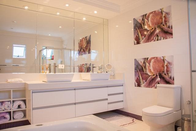 Kúpeľňa, toaleta, sklenené obkladačky