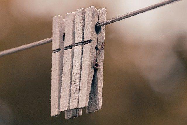 Drevené štipce na šnúre na prádlo.jpg