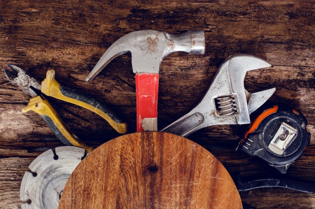 tools-wooden-table_144627-41256